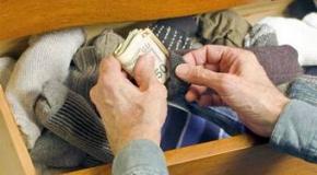 Хранение денег дома становится популярным.